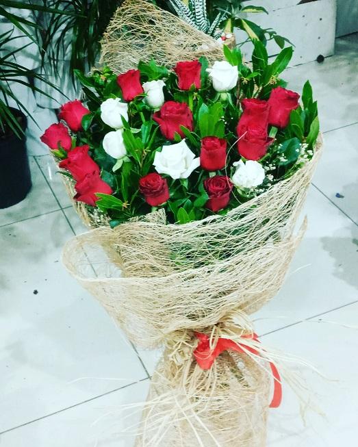 esenyurt çiçek,25.Kırmızı beyaz gül, ucuz çiçek ,gül